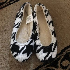 Black and white houndstooth flats size 6